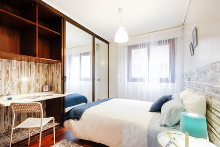 Room for rent from 01 Aug 2018 (Iturribide Kalea, Bilbao)