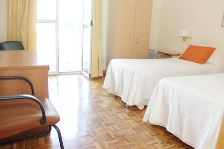 Private room for rent from 01 Jul 2020 (Avenida San Francisco Javier, Sevilla)