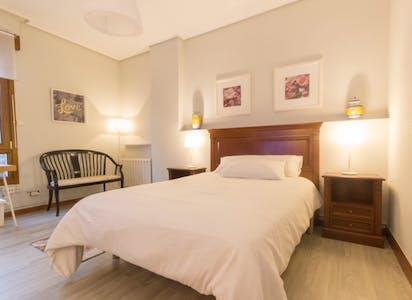 Private room for rent from 01 Jul 2020 (Landin Felix Doctor Kalea, Bilbao)