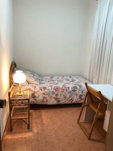 Habitación privada de alquiler desde 28 Apr 2020 (Calle Pico del Morrón, Murcia)