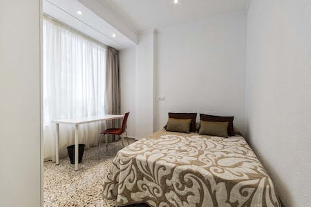Private room for rent from 01 Oct 2019 (Calle Valdés, Alicante)