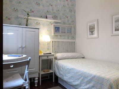 Private room for rent from 01 Jul 2019 (Heros Kalea, Bilbao)