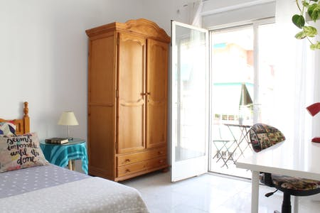 Private room for rent from 17 Jul 2019 (Calle Pedro Antonio de Alarcón, Granada)