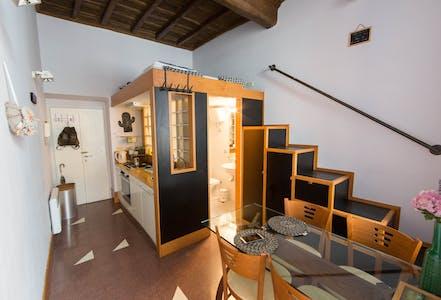 整套公寓租从01 8月 2019 (Vicolo del Farinone, Roma)