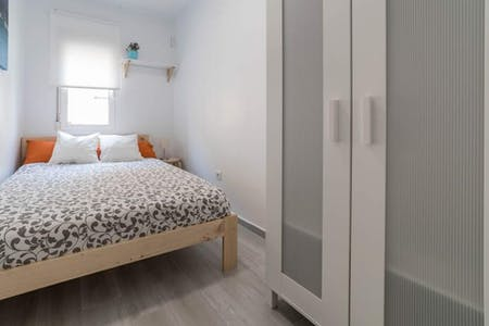 Habitación privada de alquiler desde 01 Aug 2020 (Carrer de la Indústria, Valencia)