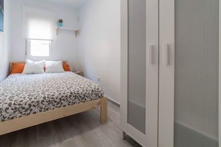 Private room for rent from 01 Aug 2020 (Carrer de la Indústria, Valencia)