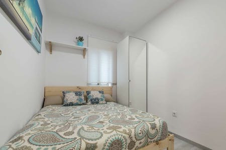 Private room for rent from 01 Aug 2020 (Carrer de la Indústria, Valencia)
