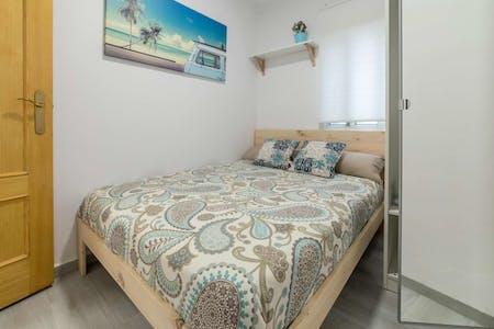 Room for rent from 29 Aug 2018 (Carrer de la Indústria, Valencia)