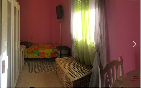 Private room for rent from 16 Jul 2019 (Avenida de la Paz, Sevilla)