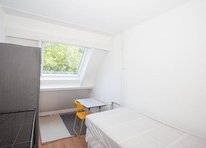 Chambre privée à partir du 01 août 2020 (Albert Rousselstraat, The Hague)