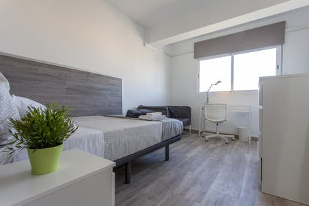 Private room for rent from 21 Apr 2019 (Carrer de Fra Pere Vives, Valencia)