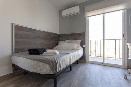 Private room for rent from 03 Jul 2019 (Carrer de Fra Pere Vives, Valencia)