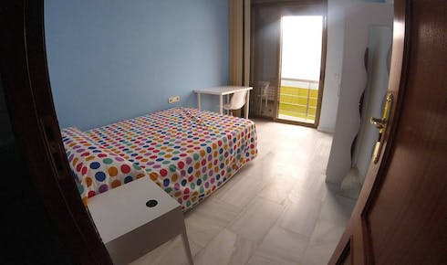 Private room for rent from 21 Oct 2019 (Calle O'Donnell, Sevilla)