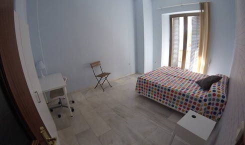 Private room for rent from 19 Oct 2019 (Calle O'Donnell, Sevilla)