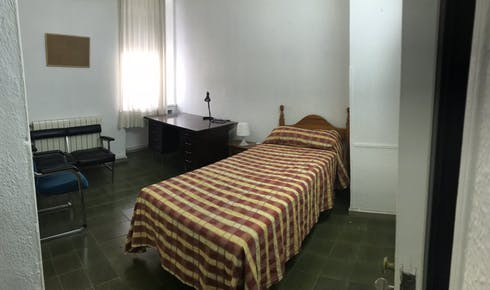 Private room for rent from 01 Mar 2019 (Calle Conde de Robledo, Córdoba)