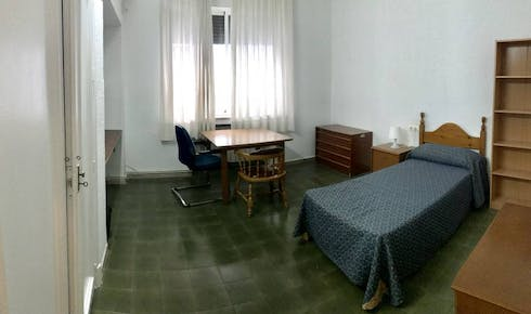 Private room for rent from 01 Feb 2020 (Calle Conde de Robledo, Córdoba)