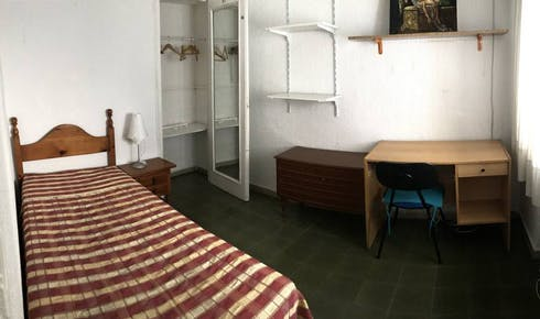 Private room for rent from 01 Feb 2019 (Calle Conde de Robledo, Córdoba)