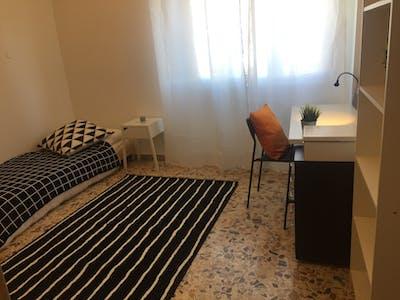 Habitación de alquiler desde 01 Oct 2019 (Via Francesco Baracca, Florence)