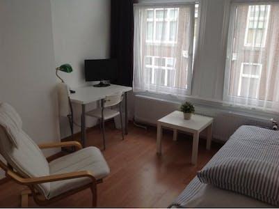 Privatzimmer zur Miete von 01 Aug. 2019 (Hendrik van Deventerstraat, The Hague)