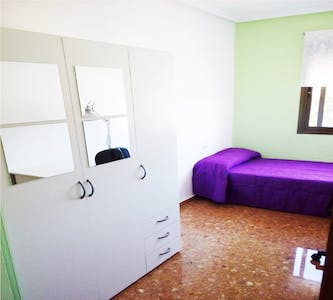 Private room for rent from 01 Jul 2020 (Calle Arquitecto Gilabert, Valencia)
