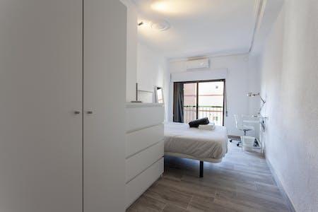 Habitación privada de alquiler desde 25 Jun 2019 (Carrer de Sèneca, Valencia)