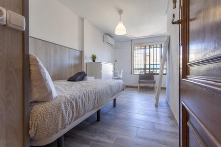 Private room for rent from 01 Feb 2019 (Carrer de Sèneca, Valencia)