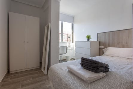 Private room for rent from 22 Apr 2019 (Carrer de Sèneca, Valencia)