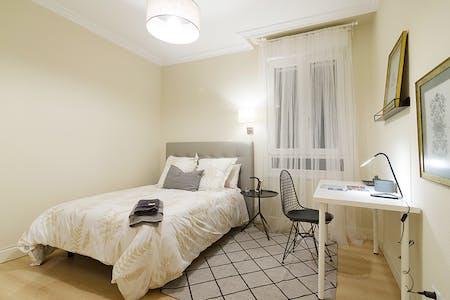 Private room for rent from 01 Jul 2020 (Alameda de Recalde, Bilbao)