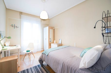 Privé kamer te huur vanaf 01 jul. 2019 (Calle Manuel Allende Kalea, Bilbao)
