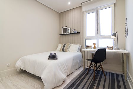 Private room for rent from 01 Jul 2019 (Ercilla Kalea, Bilbao)