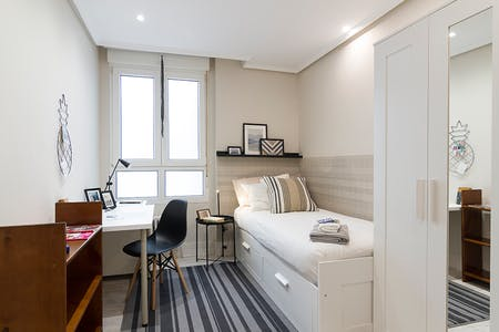 Private room for rent from 01 Oct 2019 (Ercilla Kalea, Bilbao)