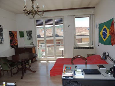 Shared room for rent from 01 Mar 2020 (Via Andrea Costa, Bologna)