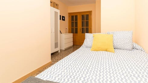 Private room for rent from 31 May 2019 (Carrer Don Jose Meliá Sinistierra, Valencia)