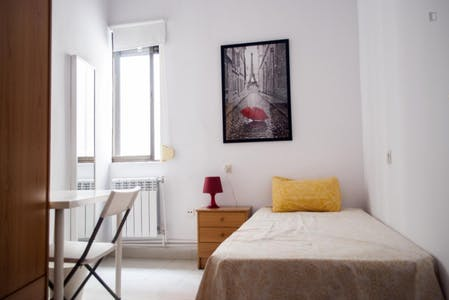 Private room for rent from 01 Jul 2019 (Calle de Barbieri, Madrid)