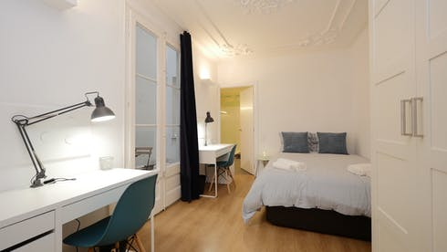 Private room for rent from 03 Sep 2019 (Carrer de Santa Anna, Barcelona)