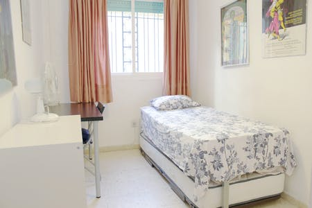 Private room for rent from 18 Jan 2019 (Callejón Calería, Sevilla)
