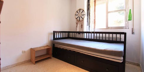 Private room for rent from 28 Aug 2019 (Avenida de Palomeras, Madrid)