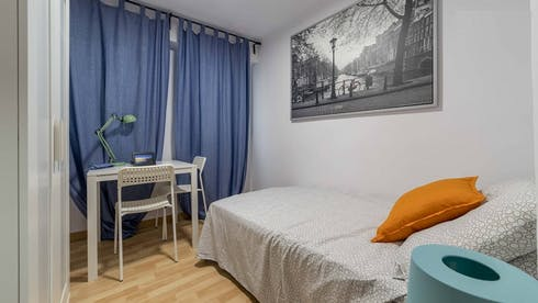 Private room for rent from 24 Mar 2019 (Calle Godofredo Ros, Valencia)