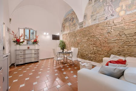 Apartment for rent from 08 Jun 2020 (Borgo Tegolaio, Florence)