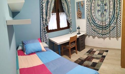 Private room for rent from 01 Jul 2019 (Calle Juan de Zoyas, Sevilla)