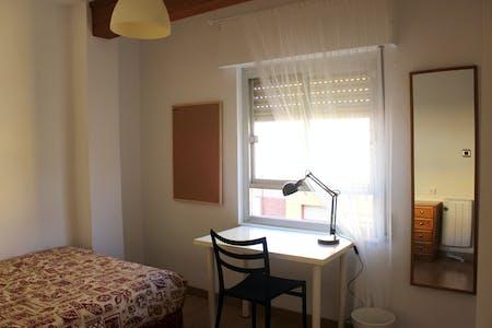 Habitación privada de alquiler desde 01 Jul 2019 (Calle Reina Doña Violante, Murcia)