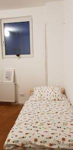 Privé kamer te huur vanaf 30 Nov 2019 (Emdenzeile, Berlin)