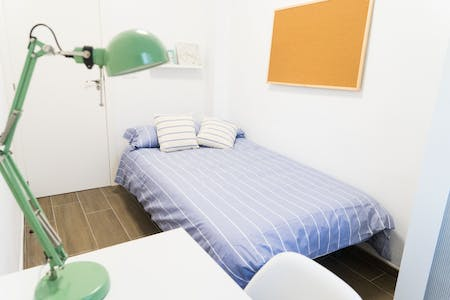 Private room for rent from 01 Apr 2019 (Calle Berenguer Mallol, Valencia)