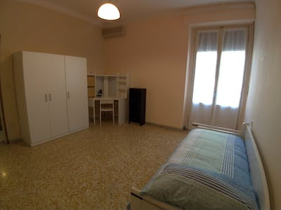 Private room for rent from Invalid date (Via Maragliano, Florence)