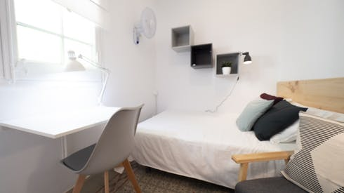Habitación privada de alquiler desde 18 Jul 2019 (Carrer Gran de Gràcia, Barcelona)