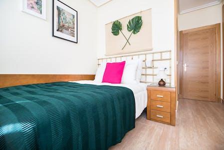 Private room for rent from 21 Aug 2019 (Paseo de Santa María de la Cabeza, Madrid)