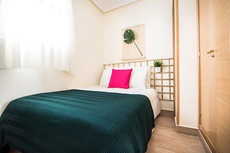 WG-Zimmer zur Miete ab 01 Juli 2020 (Paseo de Santa María de la Cabeza, Madrid)