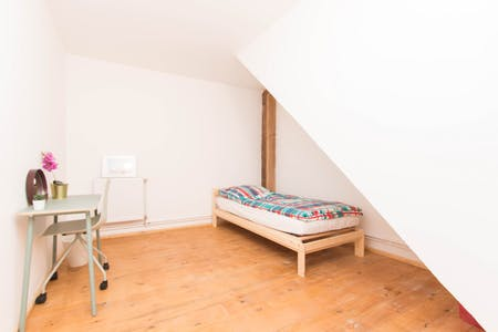 Private room for rent from 01 May 2020 (Emdenzeile, Berlin)