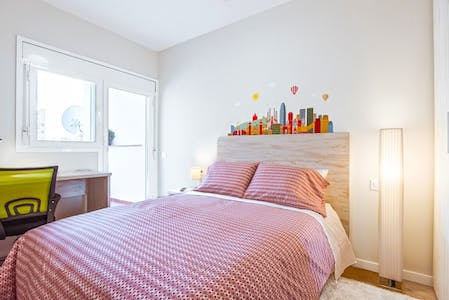 Private room for rent from 31 May 2020 (Carrer del Miracle, Barcelona)