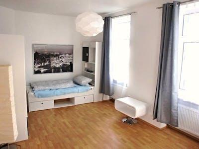 WG-Zimmer zur Miete ab 01 Apr. 2020 (Alt-Bornheim, Frankfurt am Main)
